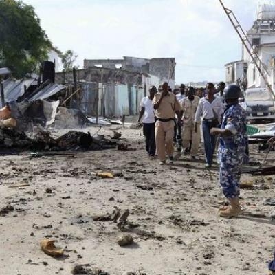 3159591 3 d070 des policiers somaliens sur le lieu de 398033b1a9afea1feb085a11d42da0e9