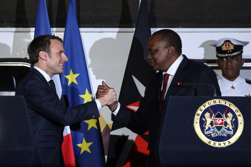 Le Kenya et la France signent des accords variés pour resserrer les liens lors de la visite de Macron