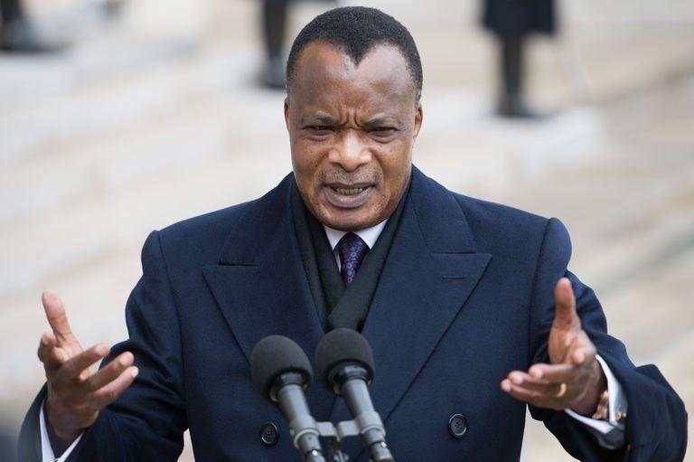 Denis sassou nguesso dans la cour de l elysee le 8 avril 201 1075444