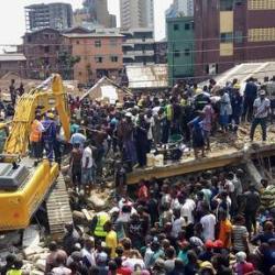 Nigeria : le président présente ses condoléances après l'effondrement d'un bâtiment abritant une école à Lagos
