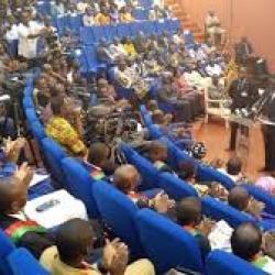 Burkina : adoption de la loi sur l'allègement des procédures de passation des marchés publics sans l'opposition politique
