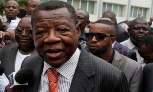 RDC: un ancien porte-parole du gouvernement interpellé par la police à Kinshasa