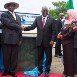 Les dirigeants tanzanien et ougandais vont poser la première pierre d'un oléoduc du côté ougandais
