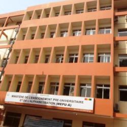 Le gouvernement guinéen gèle les salaires de plus de 4.000 enseignants grévistes