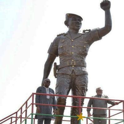 Statue geante de thomas sankara a ouagadougou