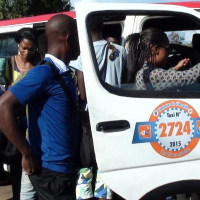 Taxi bus stationnement