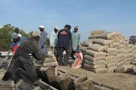 La Gambie baisse les tarifs douaniers sur les importations de ciment et de farine